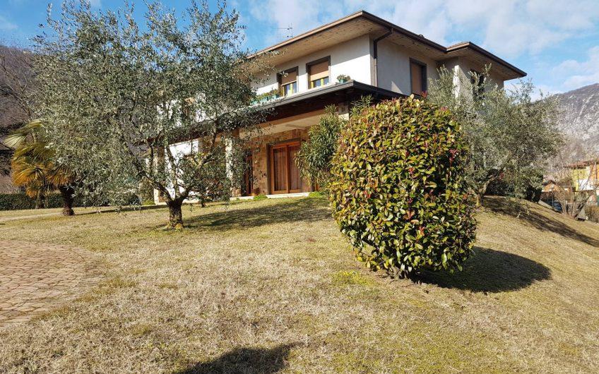 Casa singola con grande giardino - Soluzione Immobiliare